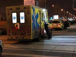 Tragédie ve Vysočanech: Muž zemřel v obchodním centru. Záchranáři o jeho život bojovali půl hodiny