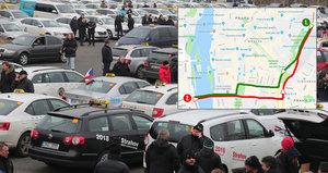 Tisíce taxíků v centru Prahy: Po magistrále kroužily dvě hodiny, protest v pátek zopakují