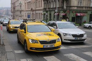 Taxikáři ukončili na Strahově protest. Další a údernější chystají hned po víkendu