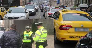 VIDEO: Policie stavěla taxikáře kvůli pomalé jízdě, jeden měl zákaz řízení. Stopla i taxi s redaktorem Blesk.cz