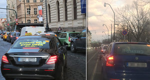 Kolaps dopravy v centru Prahy: Tisícovka taxikářů blokovala nábřeží, tramvaje desítky minut nejely