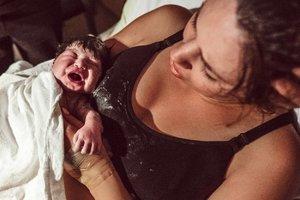 Fotograf a děti u porodu? V Česku spíše rarita