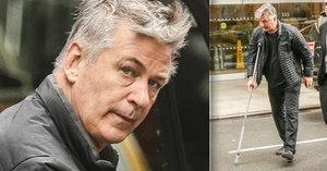 Alec Baldwin (59) po výměně kyčle: S protézou už »běhá« o holi!