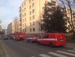 Neštěstí ve Strašnicích: Muž spadl do výtahové šachty, vyprostili ho hasiči s lezci