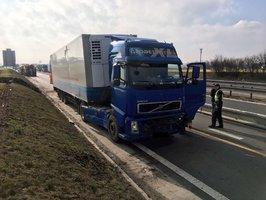 Nehoda kamionu na D8: Dálnice je znovu průjezdná, obrovské kolony se pomalu rozjíždějí
