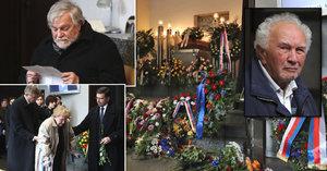 Pohřeb Formanova kamaráda Mahlera (†89): Kačer nad rakví seděl, vdovu museli podpírat