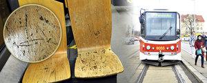 Tramvaj s dřevěnými sedačkami hrůzy: Dopravní podnik slibuje obměnu. Nahradí je plastem