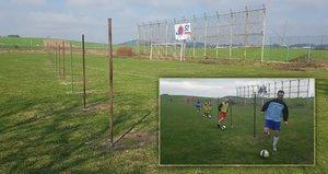 Válka o fotbalové hřiště na Strakonicku: Majitel přes něj postavil plot!