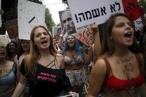 """Vysvlečené ženy vyšly na """"pochod děvek"""". Na protest proti sexuálnímu násilí"""