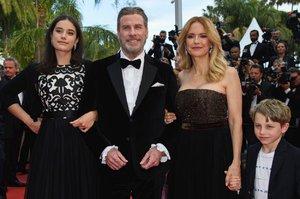 Travolta vzal rodinu na červený koberec! Co myslíte, jsou mu děti podobné?