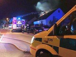 Požár rodinného domku na Plzeňsku: Přiotrávený muž skončil v nemocnici