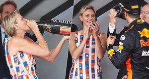 Kněžna Charlene na Velké ceně Monaka: Šampus rovnou z flašky!