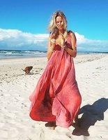 Romantická fotka Houdové u moře: Proč se jí všichni posmívají? Pozorně se dívejte!