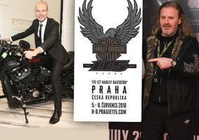 Do Prahy se sjede 60 tisíc milovníků motorek: V dražbě se poperou o přilby slavných