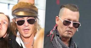 Nosíš paruky, Johnny?! Vlasové proměny herce Deppa (55) během jeho pobytu v Praze