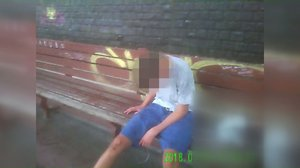 Nezletilý chlapec (15) se zpil do němoty. Zachránili ho strážníci, začal se dusit