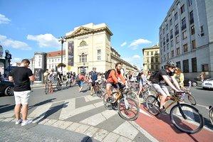 Zmizí bílé čáry? Soud dal za pravdu cyklistům, namísto úplného zákazu vjezdu do centra stačí jen nižší rychlost