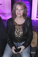 Pilarová (78) po těžké operaci zlomené stehenní kosti a ramene: Už dělá první krůčky!