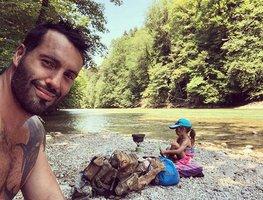 Vašek Noid Bárta s dcerou na dovolené. Luxus rozhodně nečekejte!