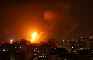 Napětí v Pásmu Gazy: Na Izrael přilétlo 150 raket, odpověděl leteckými údery na Hamás