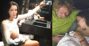 Druhá Janečkova žena Lilia kojí všude: Dokonce i nahá na záchodech