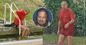 Smutný pohled: Opuštěný Pomeje se koupe v řece a bydlí ve squatu!