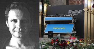 """Pohřeb DJe Loutky (†51): Tleskání a """"mejdan""""! Přišla přítelkyně Magda i Řepka s Kristelovou!"""