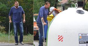 Chátrající Jiří Pomeje překvapil: Obarvil si ostříhané vlasy a chodí o holi!