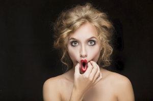 Jak se zbavit druhé brady a vytvarovat tváře: Naučte se tyto obličejové cviky!