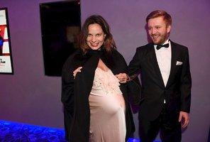 Eliška Kaplicky těsně před porodem: Obří břicho vtěsnané do saténu