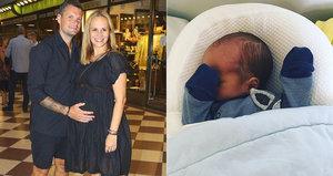 Nové foto novorozeného syna Absolonové: Zpěvačka řeší jeho »vybavenost«!