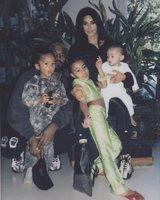 Rodina Addamsových? Kdepak, to je jen klan Kardashian – West!