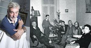 Stařenka v šátku, malý Rosák v obleku: Retro Vánoce moderátora na unikátním snímku z roku 1957