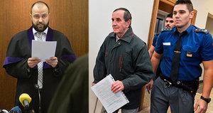 """Senior-""""terorista"""" dostal 4 roky a psychiatrickou léčbu. Soud mu navíc zabavil pilu"""