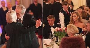 Zeman zpíval a tančil s Ivanou, Babišová ho odmítla. Na plese tleskali Munzarovi