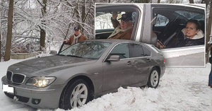 Krampolovi při cestě na Okoř bourali! Řidič ujel z místa činu