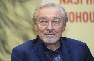 Přátelé nejslavnějšího českého osmdesátníka drbou Gotta v nové knize: Takový je Náš Karel!