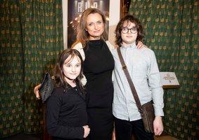 Adamec vyvedl na premiéru celou rodinu: Dlouhovlasý syn (13) už dorůstá maminku!
