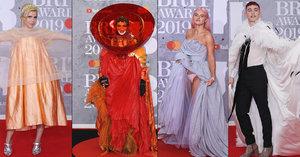 Hudební ceny BRIT Awards: Celebrity v barevném chaosu a odhalené spodní prádlo!