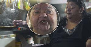 Velký návrat Věry Bílé? V novém klipu jí chybí zuby a kouří jednu za druhou!