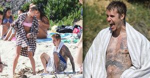 Justin Bieber & Hailey Baldwinová: Krizi řeší na pláži!
