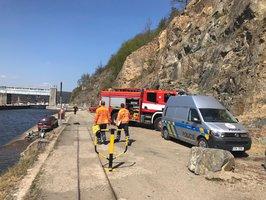 Mrtvá žena na břehu Vltavy! V Hradištku u Prahy zasahovali policisté