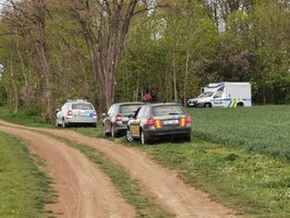 U Podolanky za Prahou byl nalezen mrtvý muž. Podle policie ležel v lese pár dní