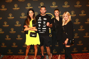 Modelky a missky v kasínu okukovaly zápasníky, Vágner málem prohrál kalhoty!