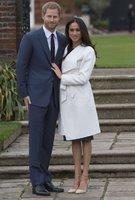 Dítě Meghan je na světě a za rodičkou se hrnou členové rodiny, píšou Britové. Poddaní ale pochybují…