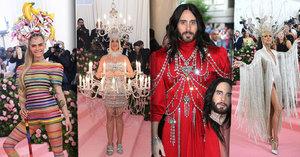 Módní šílenosti na Met Gala: Katy Perry jako lustr, Jared Leto se dvěma hlavami a striptýz Lady Gaga!