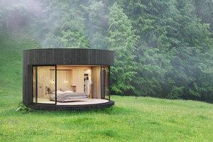 Stylová kruhová kabina citlivě spojuje moderní design s okolní přírodou