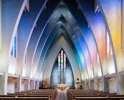 Nádhera! Fotograf zachytil interiéry modernistických kostelů z celého světa