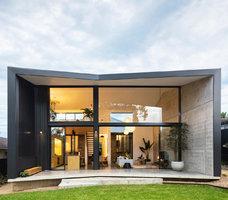Tuctový bungalov rozšířila dramatická přístavba. To musíte vidět!