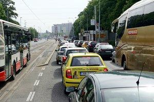 Další dopravní peklo v Praze 6? V srpnu začne oprava Evropské, omezení potrvá dva měsíce